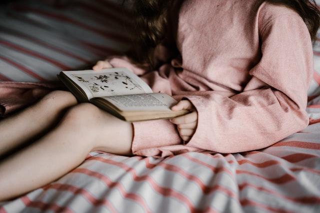 Leggere prima di andare a letto: i libri per dormire bene